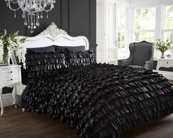 Frilled Can Quilt Duvet Cover and 2 Pillowcase Bed Set, Polyester-Cotton, Black, Double